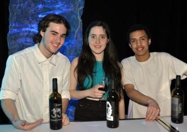 Keven, Amaury et Myron, bénévoles pour la soirée.